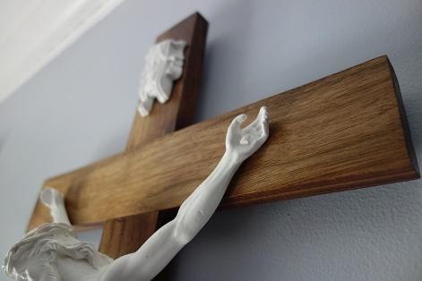 Light American Walnut Crucifix - Detail